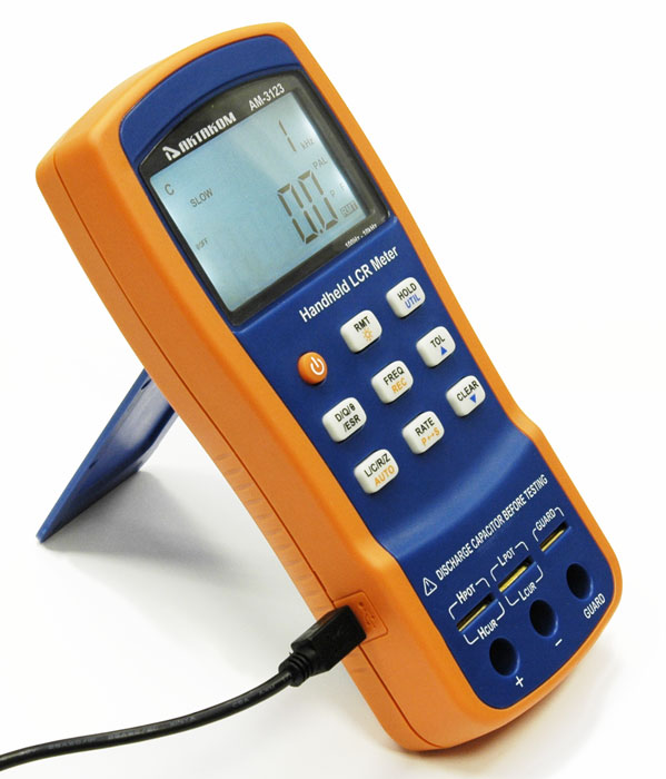 AKTAKOM AM-3123 LCR Meter - Connecting the USB cable