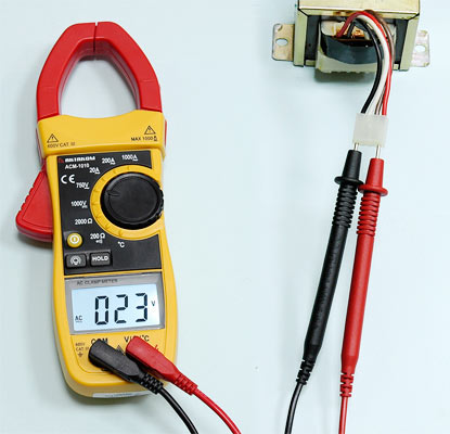 AKTAKOM ACM-1010 1000 A AC Clamp Meter & Thermometer (K-type) - ACV Measurement