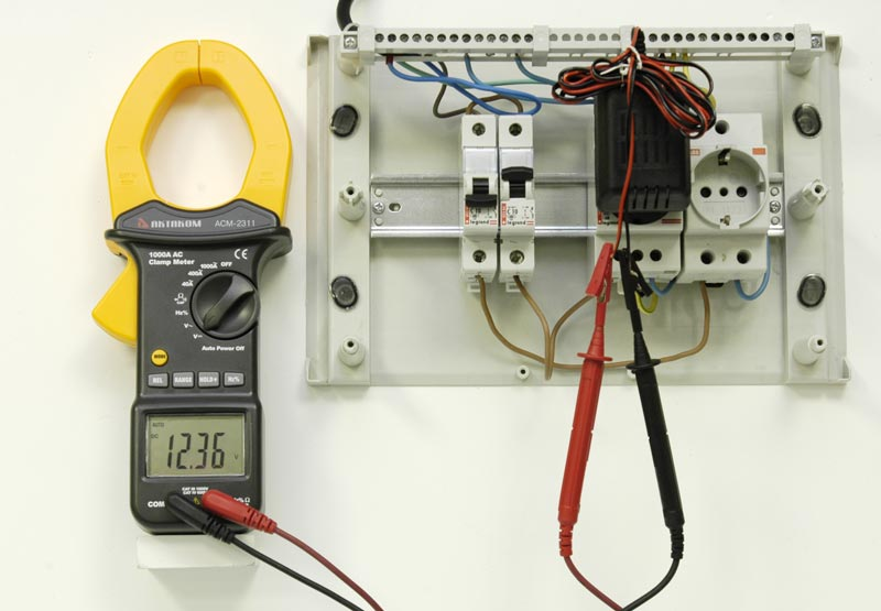 AKTAKOM ACM-2311 1000A AC Clamp Meter - DC voltage