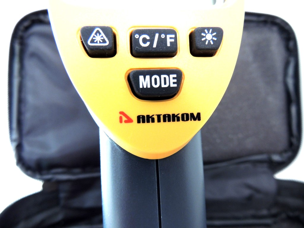 AKTAKOM ATE-2530 Wide-Range Infrared Thermometer with Laser Targeting  - Buttons