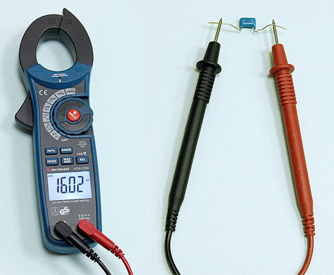 AKTAKOM ACM-2056 1000 A AC/DC Clamp Meter. True RMS + Multimeter + Wireless USB - Capacitance Measurement