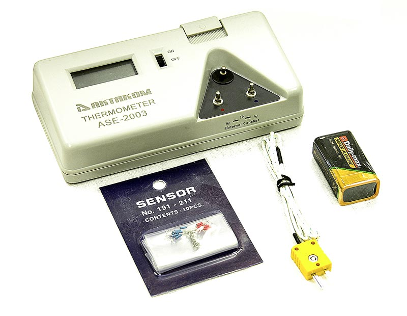 AKTAKOM ASE-2003 Thermometer - with accessories