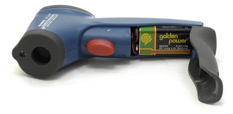 AKTAKOM ATE-2523 Mid-range Infrared Thermometer  - battery compartment