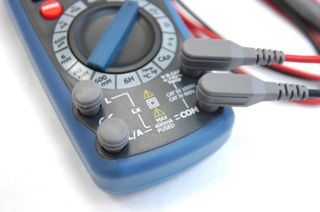 AKTAKOM AMM-3031 LCR Meter - Dust- and moistureproof inputs